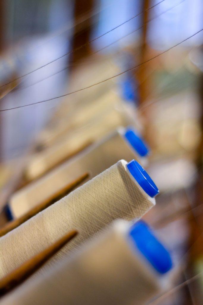 Deze afbeelding heeft een leeg alt-attribuut; de bestandsnaam is Draden-Tilburg-textielmuseum-683x1024.jpg
